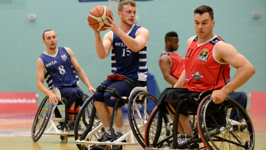 The Owls v London Titans