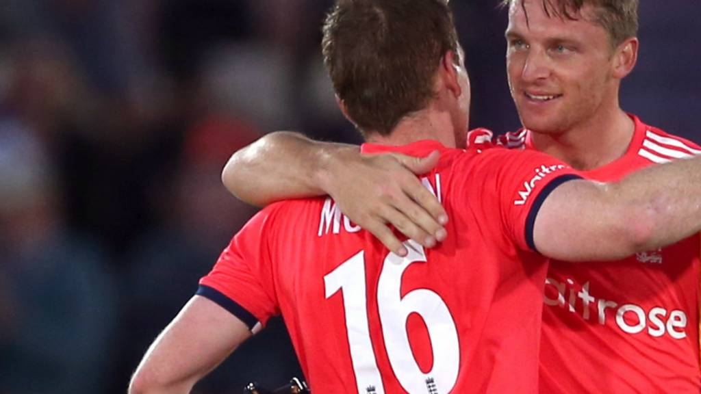 Jos Buttler and Eoin Morgan celebrate