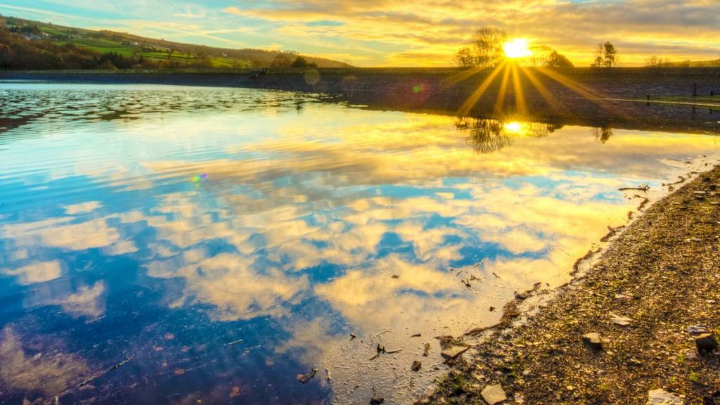 Agden Reservoir sunrise