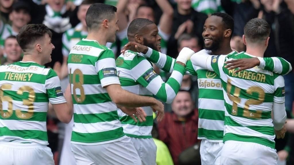 Celtic celebrate Moussa Dembele's penalty