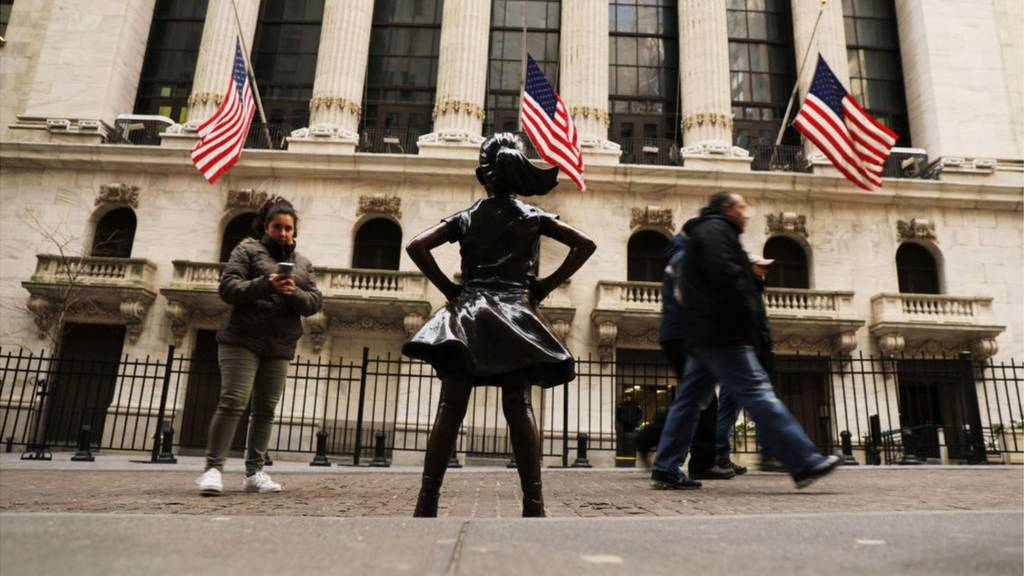 Statue of little girl on Wall Street