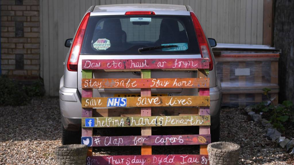Motivational quotes on a pallet