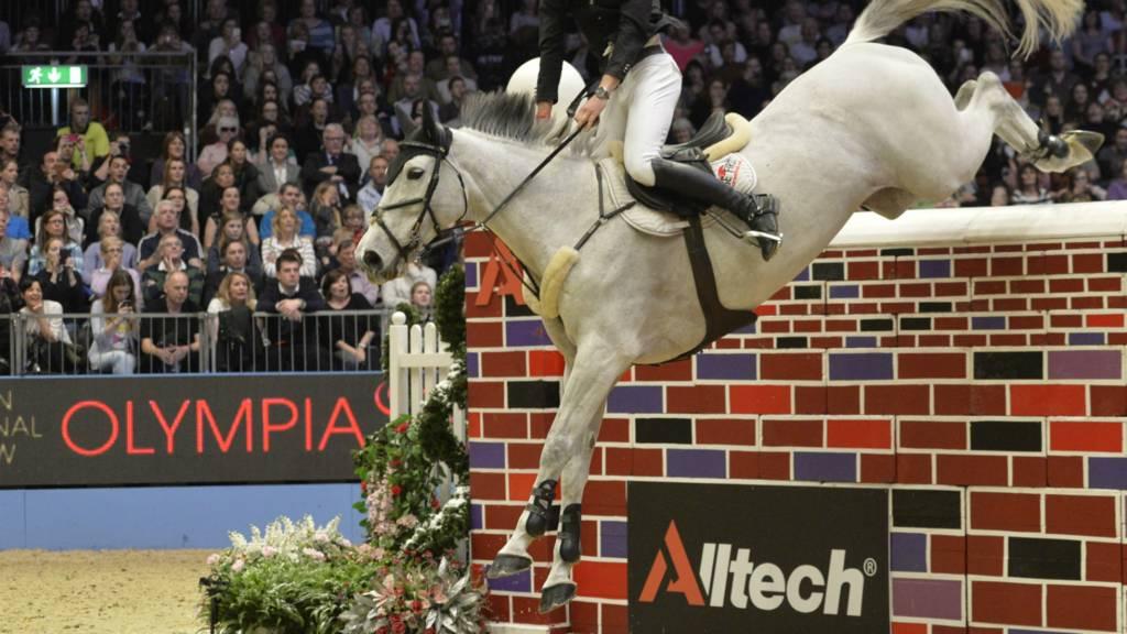 David Simpson riding Richi Rich
