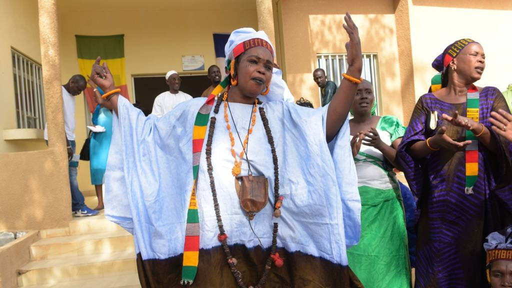 A picture taken on November 13, 2015 shows women from the Thiouballo tribe dancing and singing during the visit of the French Ambassador to Senegal, in the Matam town hall, northern Senegal.