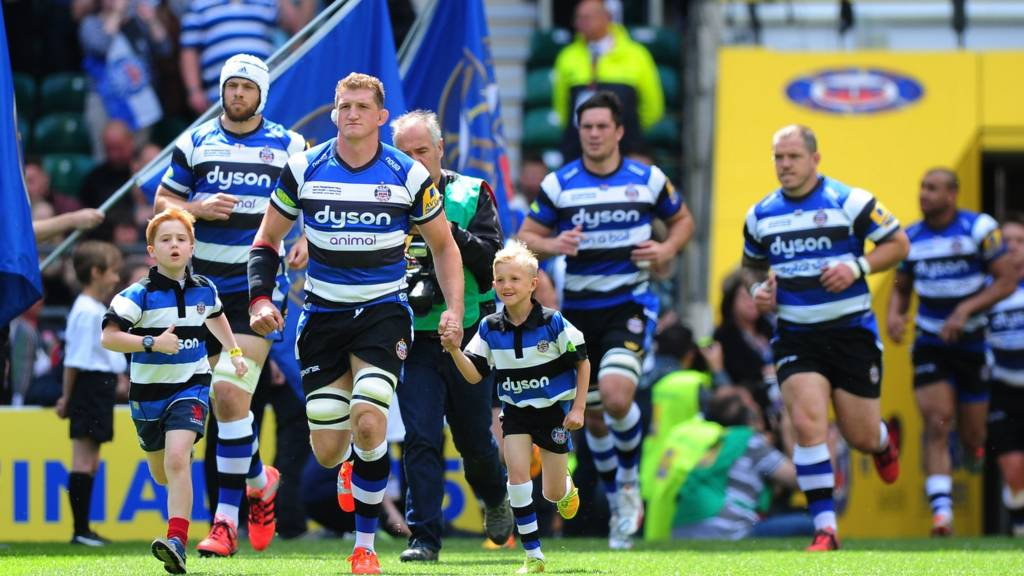 Stuart Hooper leading out the Bath Rugby team