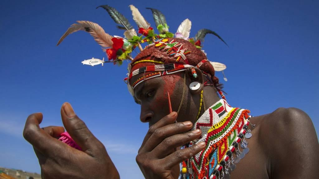 Kenya, Turkana lake, Loiyangalani, rendille tribesman applying make up