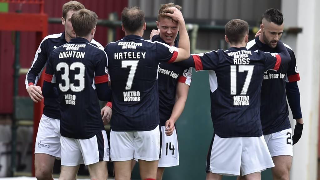 Dundee lead at Fir Park