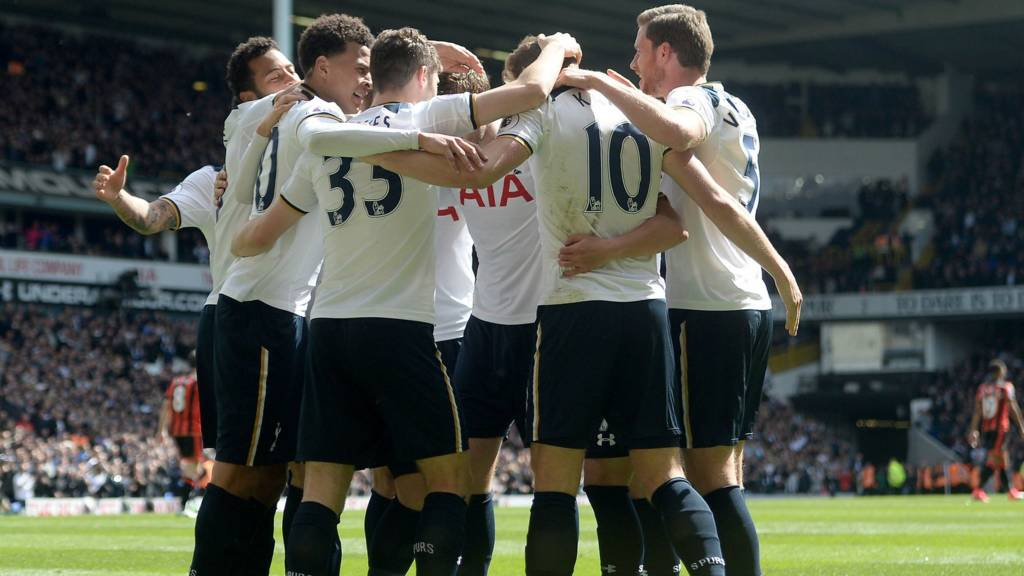 Tottenham players celebrate together