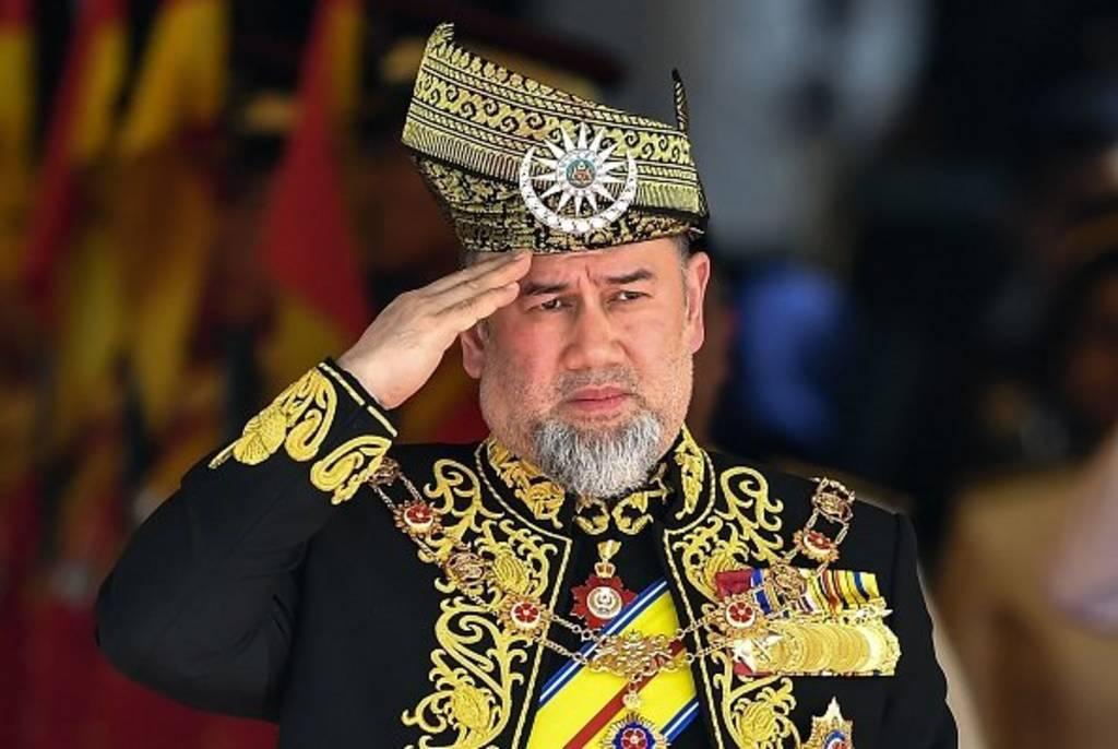ملك ماليزيا يتخلى عن العرش بعد تكهنات بزواجه من ملكة جمال روسية