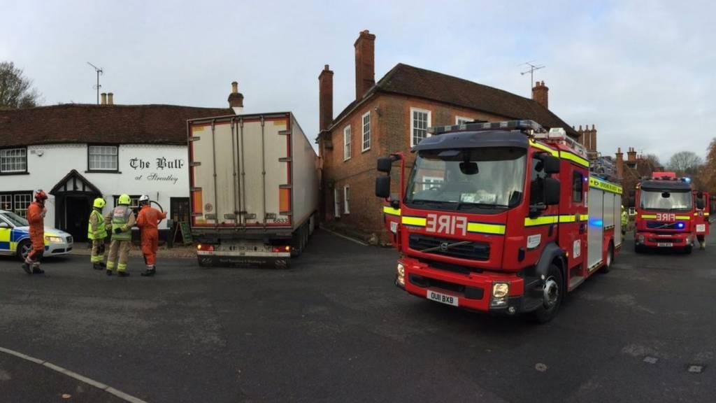 Lorry stuck between buildings