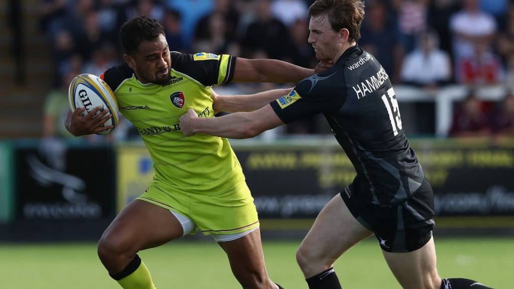 Telusa Veainu of Leicester is tackled by Simon Hammersley