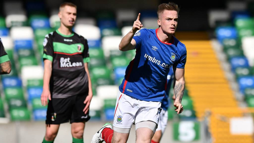 Aaron Burns put Linfield into an early lead against Glentoran
