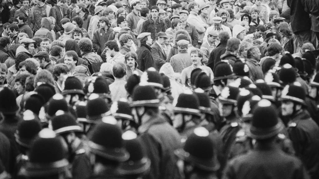 Police and striking miners at Orgreave