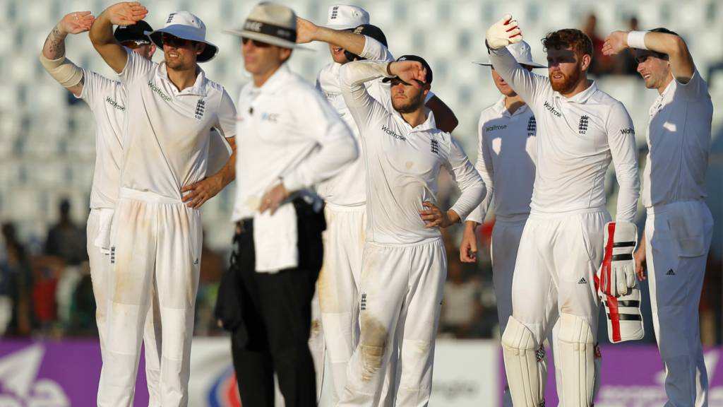 England's players wait for a review decision