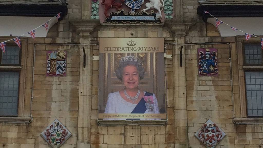Image of the Queen on Peterborough's Guildhall