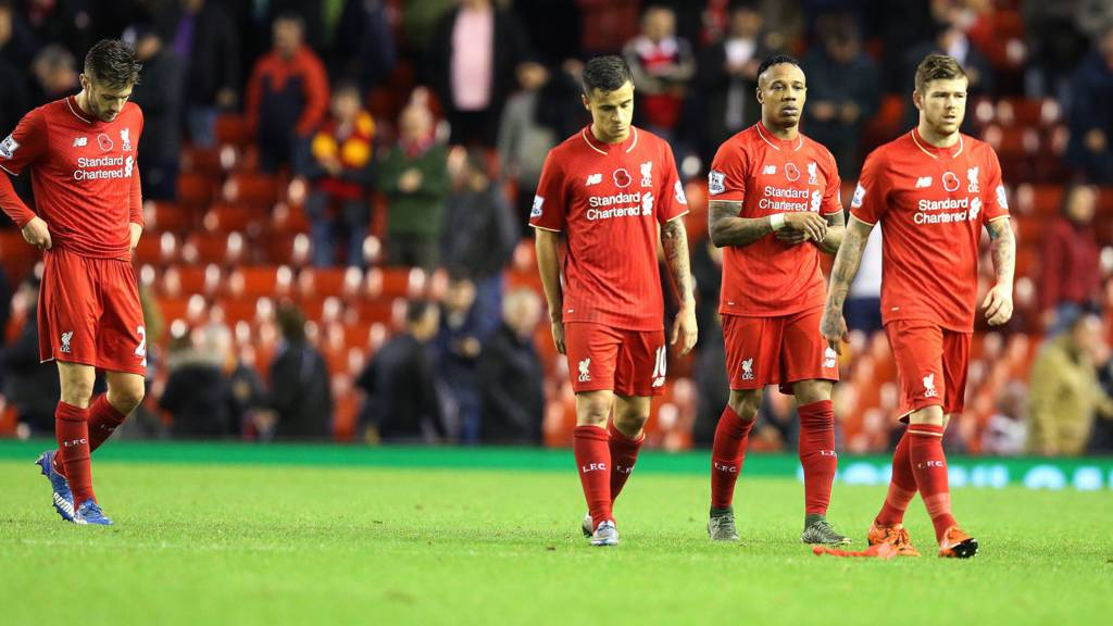 Liverpool players look dejected