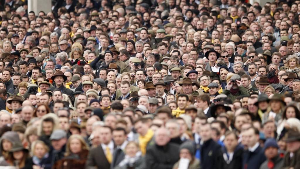 Cheltenham Racecourse spectators