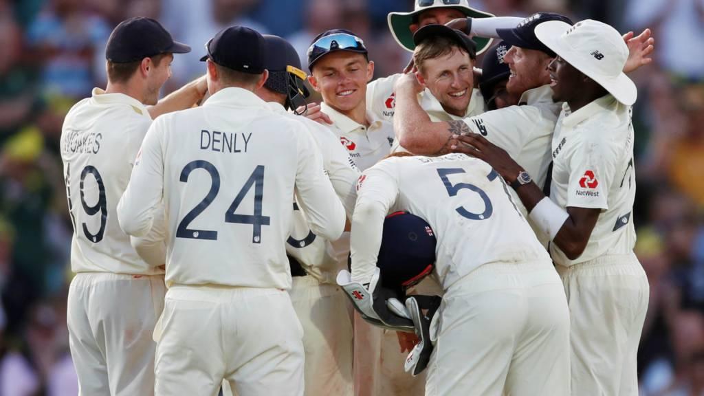 Joe Root and England celebrate