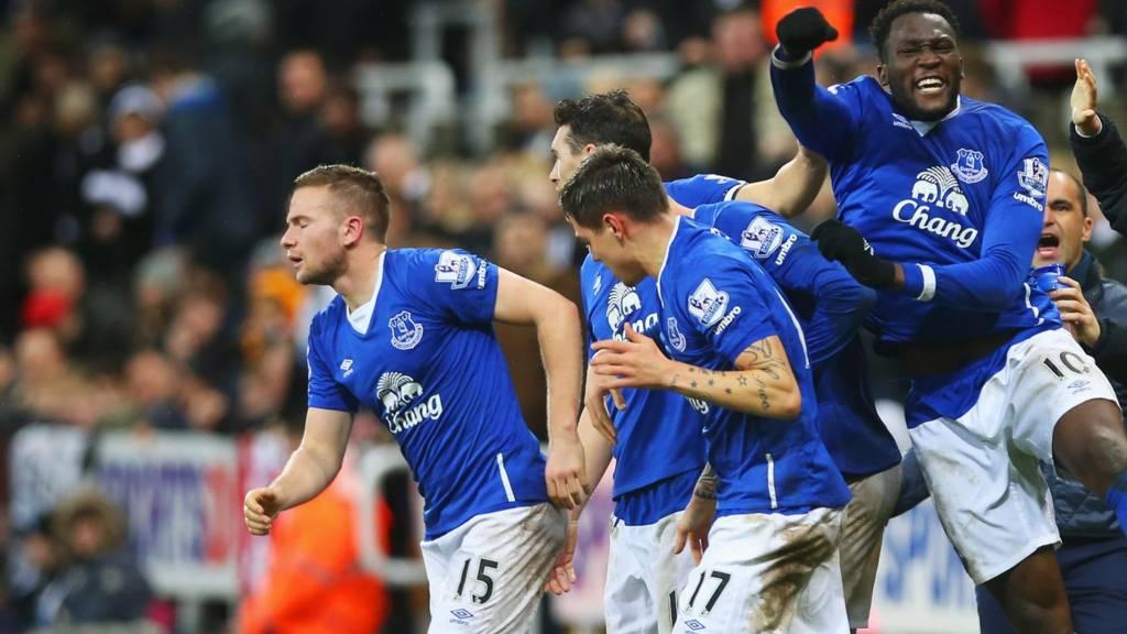 Romelu Lukaku celebrates after Tom Cleverley scores