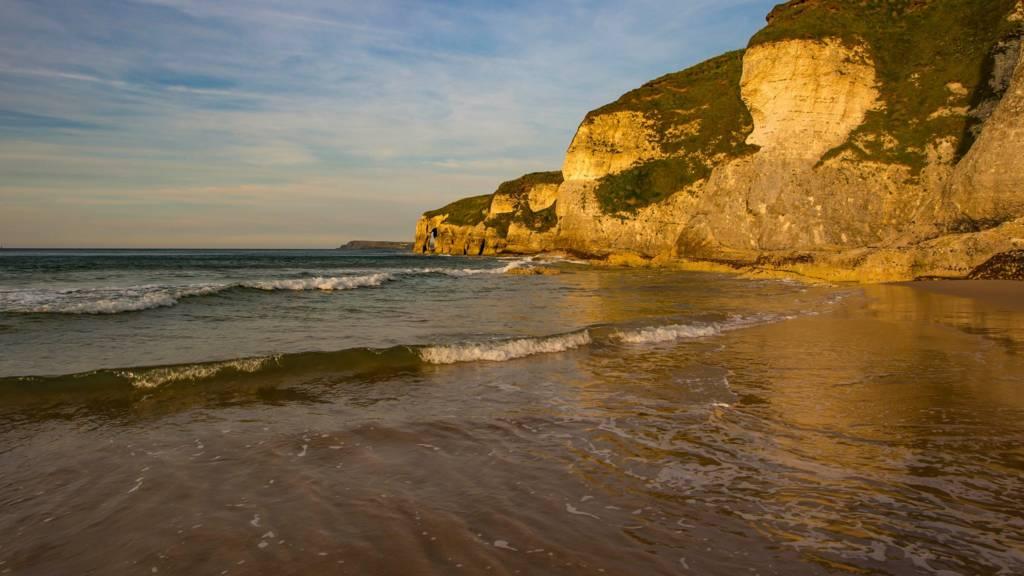 Evening sun on Whiterocks beach