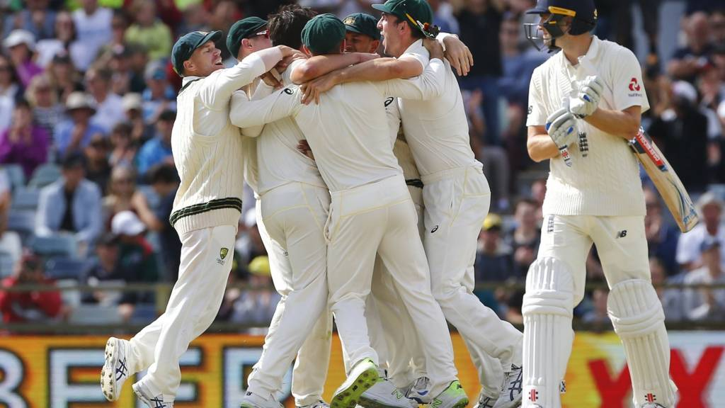 Australia celebrate the final wicket of Chris Woakes
