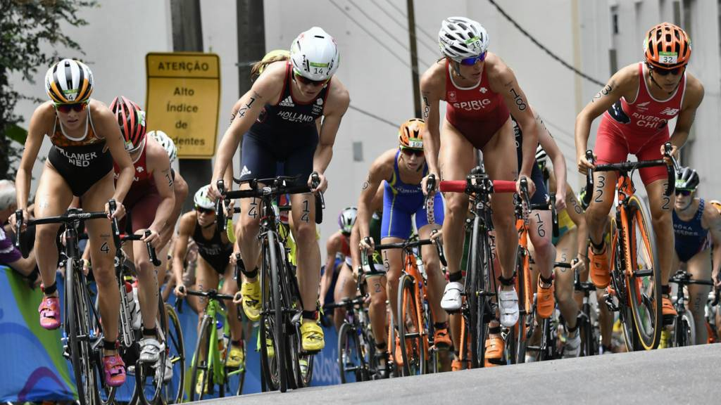 Triathlon reaches the cycling stage