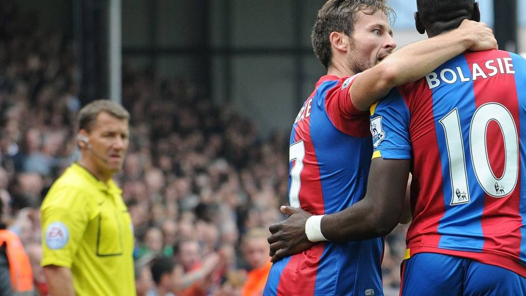 Yohan Cabaye and Yannick Bolasie celebrates
