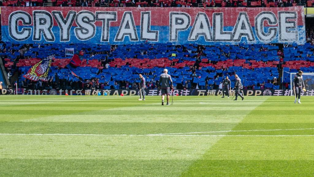 Mohamed Salah wins Liverpool penalty at Crystal Palace