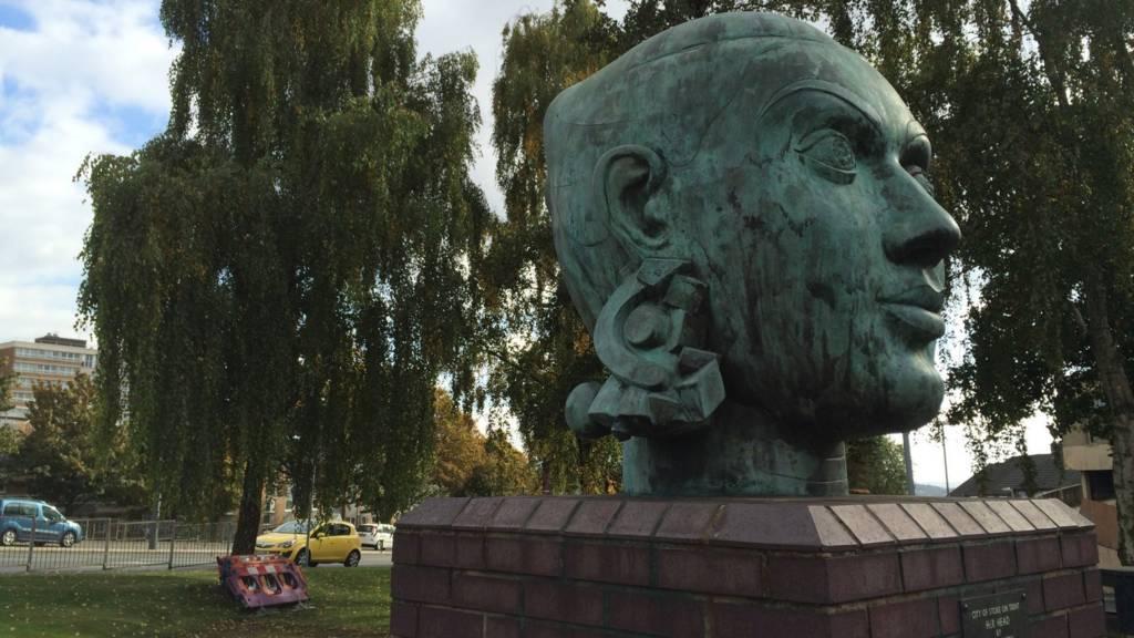 Her Head Sculpture in Hanley, Stoke-on-Trent Art October 2015