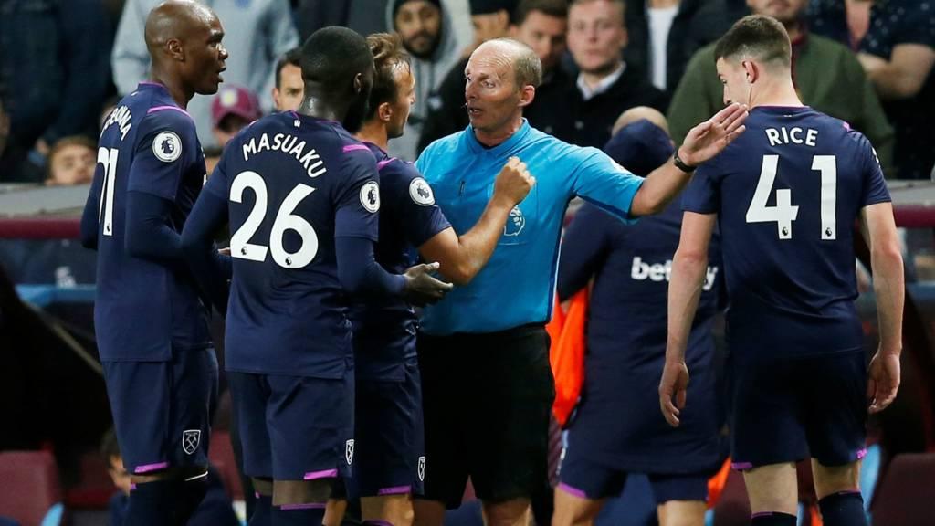 Arthur Masuaku red card