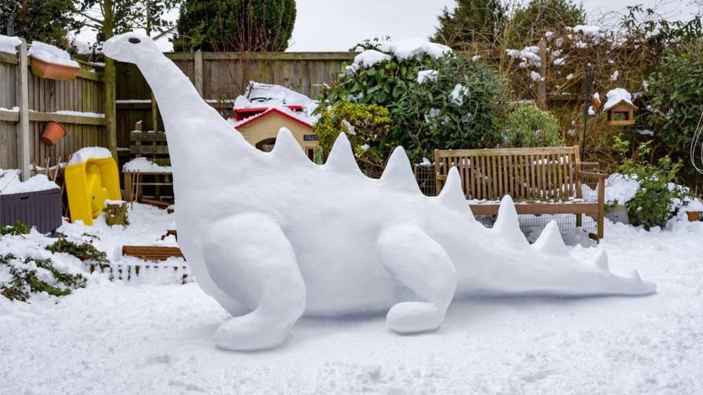 Tink family snow dinosaur