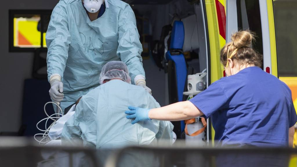 patient arrives at St Thomas' hospital