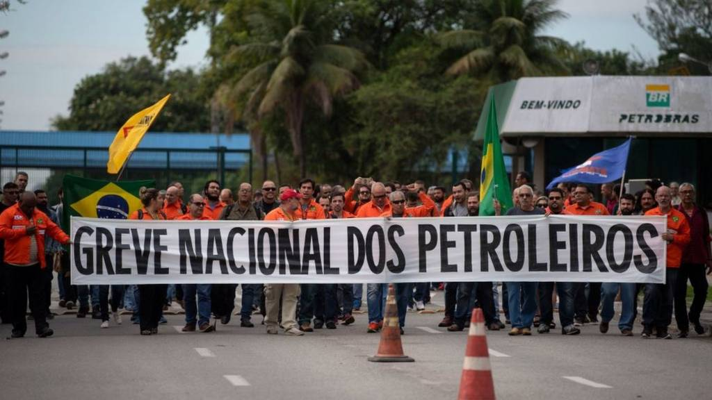Oil workers protest outside Petrobras in Brazil