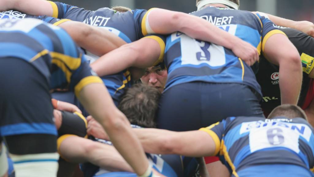 Worcester Warriors scrum