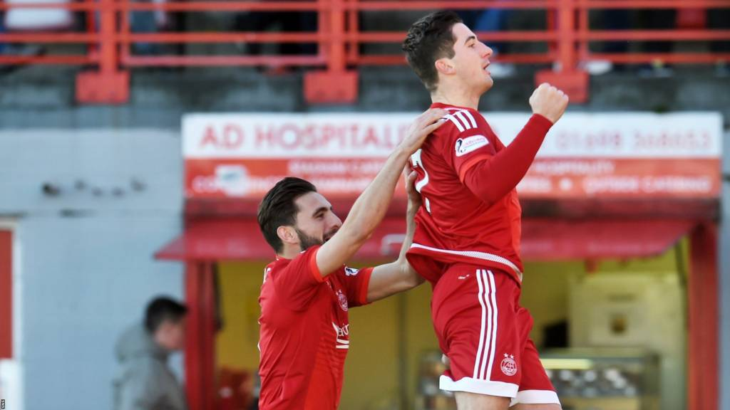 Aberdeen's Kenny McLean (right) celebrates