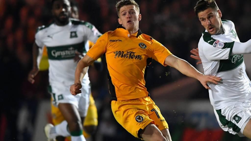 Rhys Healey challenges Sonny Bradley