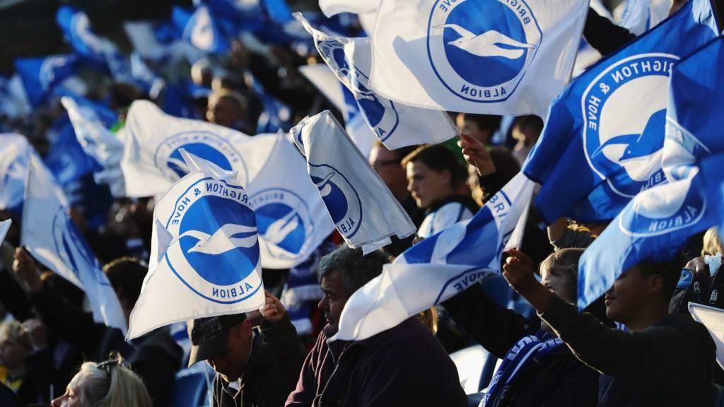 Fans wave flags
