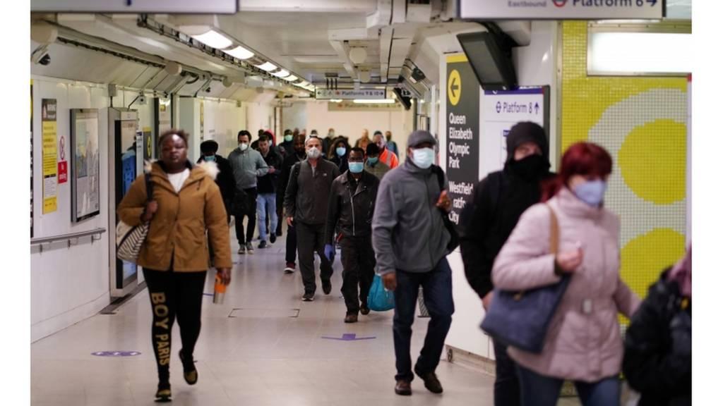 Commuters wearing masks on London underground (13/05/20)
