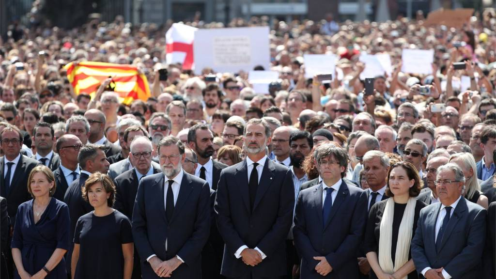 Spanish king leads a minute's silence