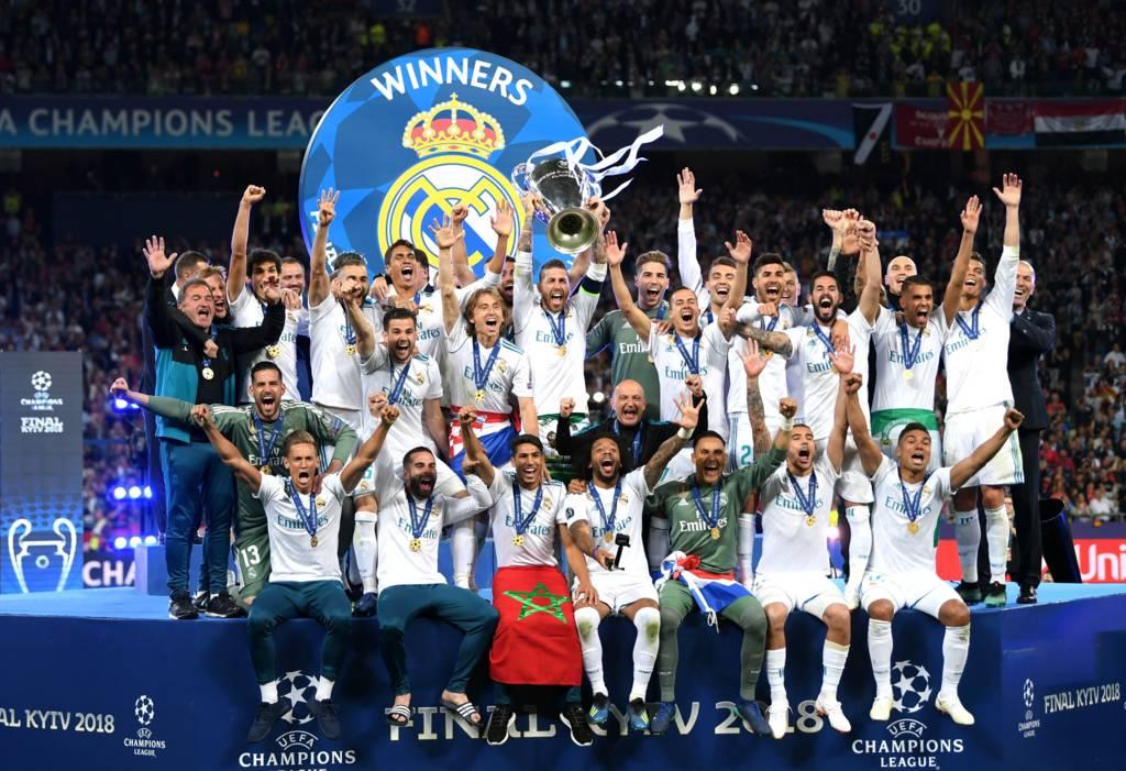 فريق ريال مدريد يحتفل بالفوز بكأس أبطال اوروبا