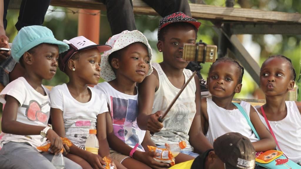 Children taking selfie in Zimbabwe 2016