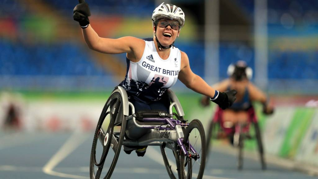 Hannah Cockroft celebrates after winning the T34 400m