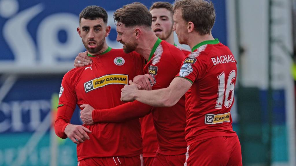 Joe Gormley scored two penalties for Cliftonville