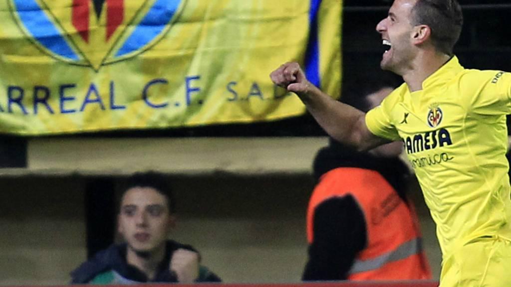 Roberto Soldado celebrates scoring