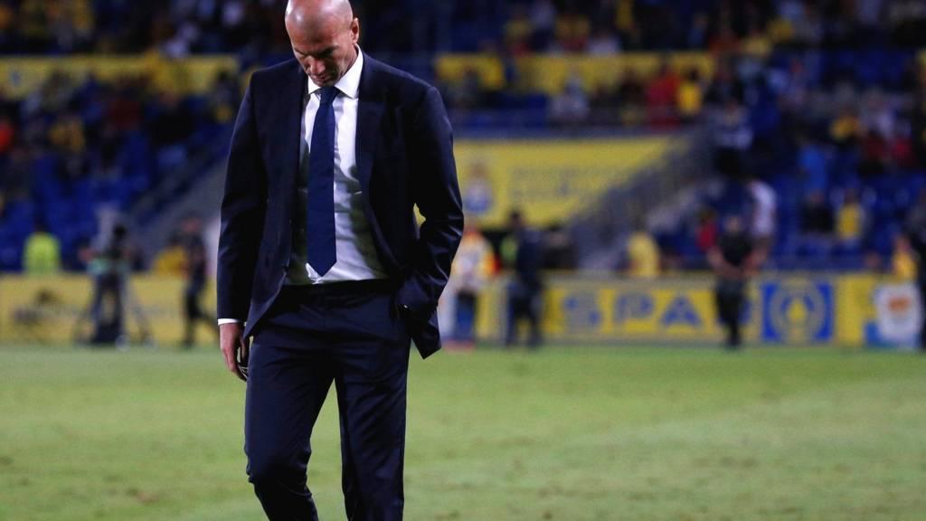 Zinedine Zidane looks dejected