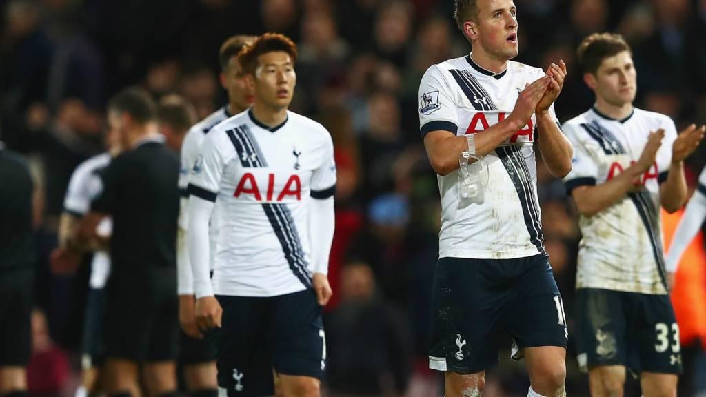 Tottenham players look dejected