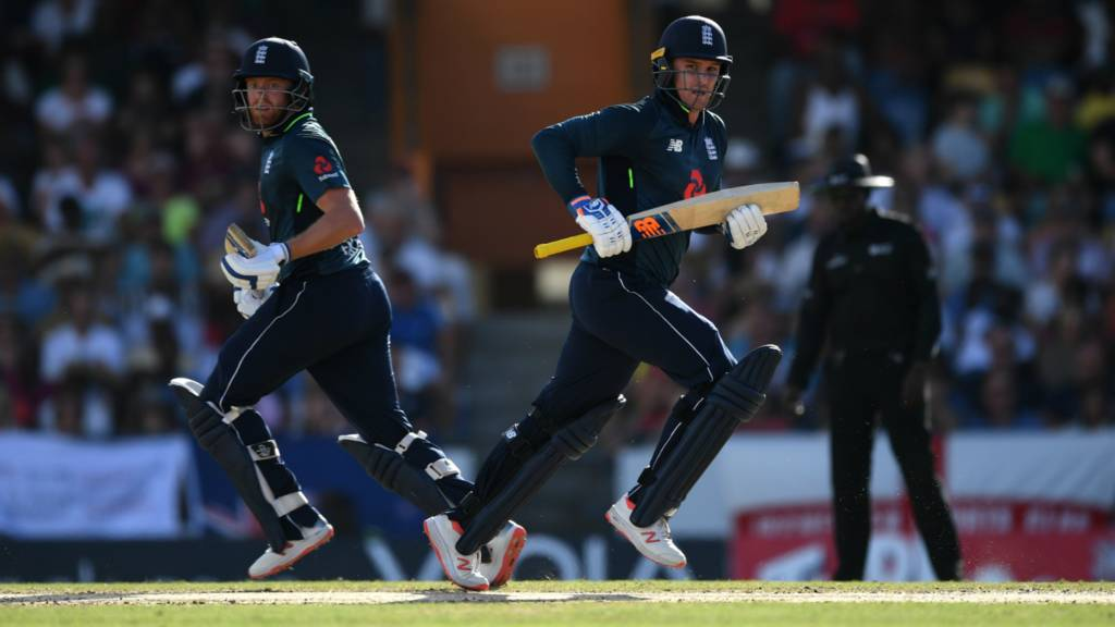 Jason Roy and Jonny Bairstow run between the wickets