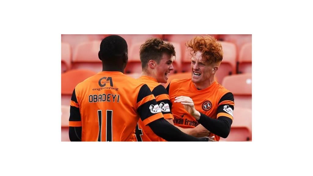 Dundee United celebrate Simon Murray's goal