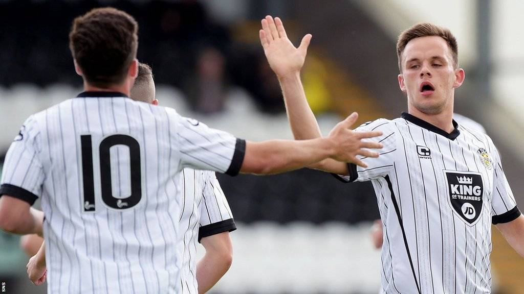 St Mirren celebrate Lawrence Shankland's goal