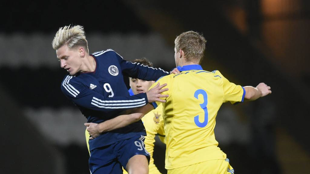 Jason Cummings in action for Scotland Under-21s